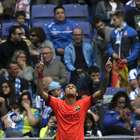 Barça domina mesmo com um a menos e vence dérbi com Espanyol