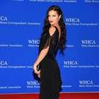 Modelo exagera na transparência em baile na Casa Branca