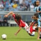 Grêmio segura Inter com um a menos, e 1ª decisão tem empate