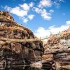 Andinos reconstrem ponte de 500 anos feita pelos Incas