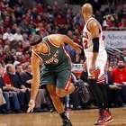 Bucks evitan eliminación ante Bulls, otra vez