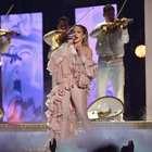 JLo se conmueve recordando a Selena en los Latin Billboard
