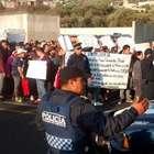 Vecinos hartos de choferes bloquean la México-Cuernavaca