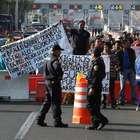 Manifestantes mantienen cerrada la México-Cuernavaca