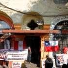 Vecinos de edificio de Santiago protestan por desalojo