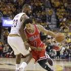 Bulls roban ventaja a Cavaliers en primer juego de la serie