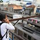 Estações são fechadas após trem bater em poste no RJ