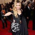 Rata aparece en casa de Madonna durante entrevista en vivo
