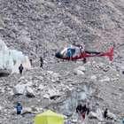 Socorristas recuperan 60 cadáveres tras alud en Nepal