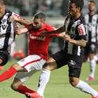 Atlético Mineiro logra angustioso empate en casa ante Inter