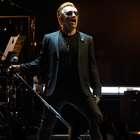 U2 recuerda a su manager Dennis Sheedan en concierto