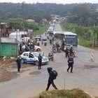 vc repórter: moradores bloqueiam via por melhorias em Cotia