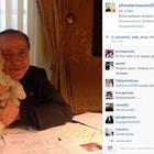 Berlusconi abre conta no Instagram e posa ao lado de seu cão