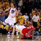 Espectacular duelo entre Harden y Curry en segundo partido