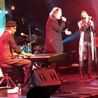 Miguel Bosé sorprende en concierto de Marlango