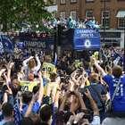 Festa do Chelsea vira piada por levar pouca torcida às ruas