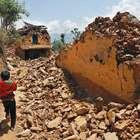 Um mês após tremor, 315 mil famílias não têm apoio no Nepal