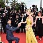 Hombre pide matrimonio en Cannes y ¡lo interrumpen!