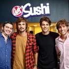 Fã de sushi, Chay Suede vai a inauguração de restaurante