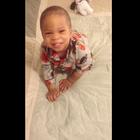 Bebé despierta feliz y bailando al ritmo de Bruno Mars