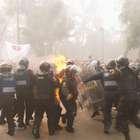 Embozados y granaderos se enfrentan en el Centro Histórico