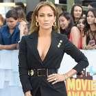 Jennifer Lopez es atacada en el aeropuerto ¡por un payaso!