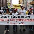 Ônibus, trens e bancos paralisam atividades em Porto Alegre