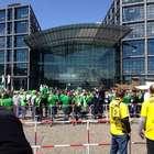 Copa da Alemanha: verde e amarelo colorem Berlim para final