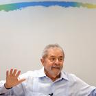 """Dilma deve """"abraçar e conversar com o povo"""", defende Lula"""