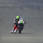 ¡Niklas Ajo cruza la línea de meta de rodillas!