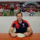 OFICIAL: Petr Cech deja al Chelsea y firma con el Arsenal