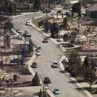 Incêndio florestal destrói pelo menos 23 casas no ...