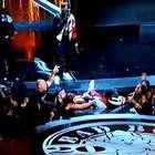 Em primeiro show pós-prisão, Diddy escorrega e cai sentado