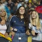 Auténticas bellezas en la tribuna del Argentina vs. Paraguay