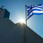 Joven organiza colecta para pagar deuda griega