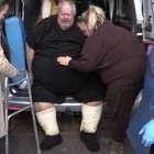 Homem com 450 kg é internado após ser rejeitado por clínicas