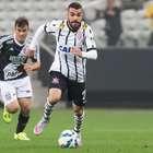 Com ajuda de meias, Bruno Henrique marca e segura Cajá