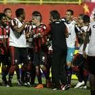 Vitória faz 4 em clássico e deixa Bahia para trás na Série B
