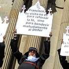 """Bolívia: """"freiras feministas"""" fazem ato contra visita papal"""