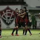 Vitória bate CRB no Barradão e dorme na liderança da Série B