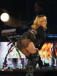 Rihanna é uma das famosas que chamaa atenção pelo formato do bumbum Foto: Getty Images