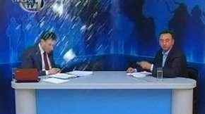 Apresentador de TV é agredido durante entrevista ao vivo; assista