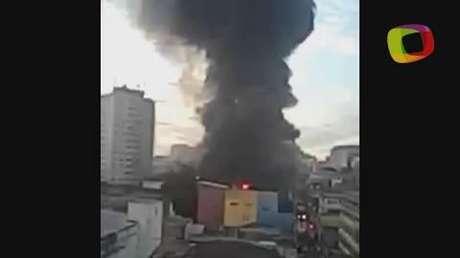 SP: incêndio de grandes proporções atinge prédio comercial