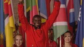 Maratonistas sobem ao pódio no encerramento Olímpico