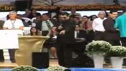 Pastor Marco Feliciano pede senha de cartão para fiel; veja