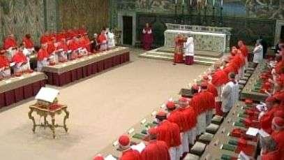 Cardeais fazem juramento para início de Conclave