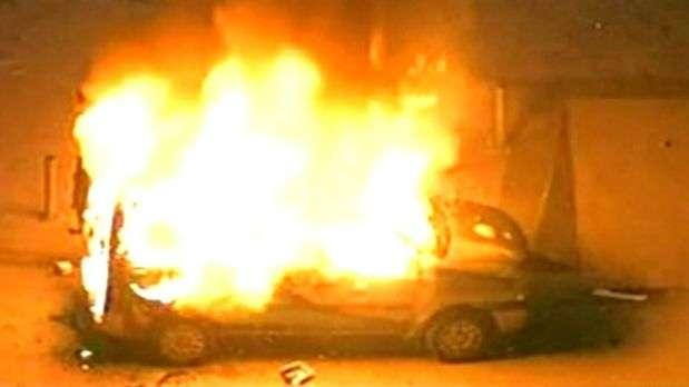 RJ: carro de imprensa é incendiado em frente à prefeitura