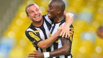 Hyuri faz outro golaço e Botafogo bate Corinthians; assista