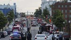 Autoridades cercam prédio militar após tiroteio causar pânico