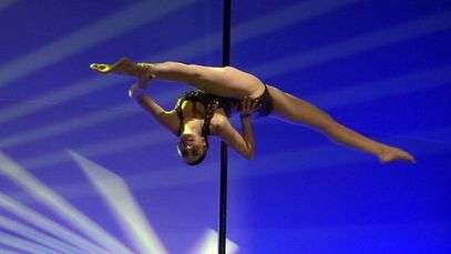 Jovem mostra flexibilidade e vence campeonato de Pole Dance